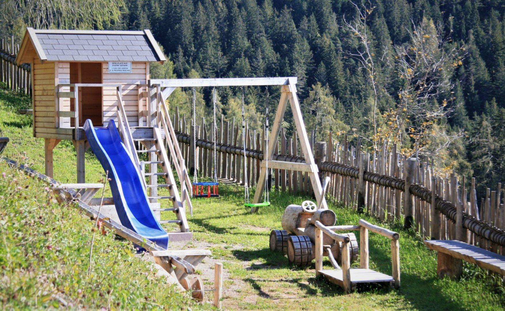 Spielplatz1 scaled - Unser Hof